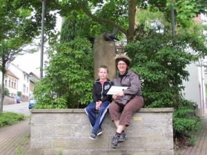 Hassel am Brunnen mit Mark Klein (Oliver Bergmann)