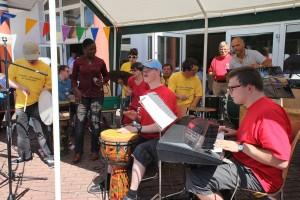 """Saarpfalz-Rhythmiker mit Sängerin """"Efe"""""""