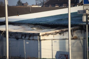 Das beschädigte Dach des Netto Marktes