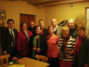 Die Personen sind von links nach rechts: Sven Meier, Margarete Bier, Georg Karmann, Mathilde Thiel, Siegfried Thiel, Hedwig Dahlem, Gerhard Hartmann, Monika Rohe, Erwin Fromm und Waltraud Hammad