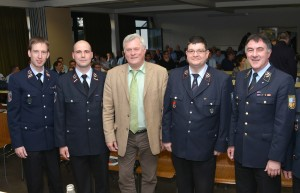 Auf unserem Foto von links: Timo Meyer, Andreas Menges, Oberbürgermeister Hans Wagner, Michael Michaeli und Kreisbrandinspekteur Uwe Wagner. Foto: Michael Haßdenteufel