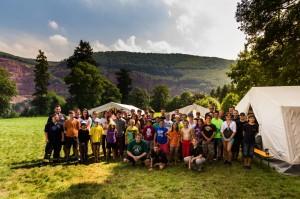 Die Teilnehmer auf dem Zeltgelände. (Foto: Tim Blank, CC BY-SA)