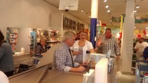 Oberbürgermeister Hans Wagner bei der Neueröffnung des dm-Marktes in Rohrbach