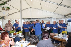 Kuckucks-Chor-Hassel beim musikalischen Almauftrieb (Foto: Wolfgang Philipp)
