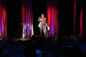 Moderator Phillip Scharri (Foto: Benjamin Noll)