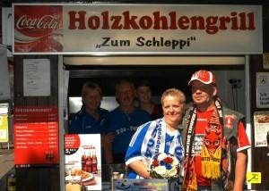 Hochzeitsfeier bei Schlieppis Holzkohlengrill (Foto: TA Crawford)