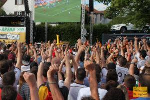 1500 Fans freuten sich über das erste Tor (Foto: Frank Leyendecker)