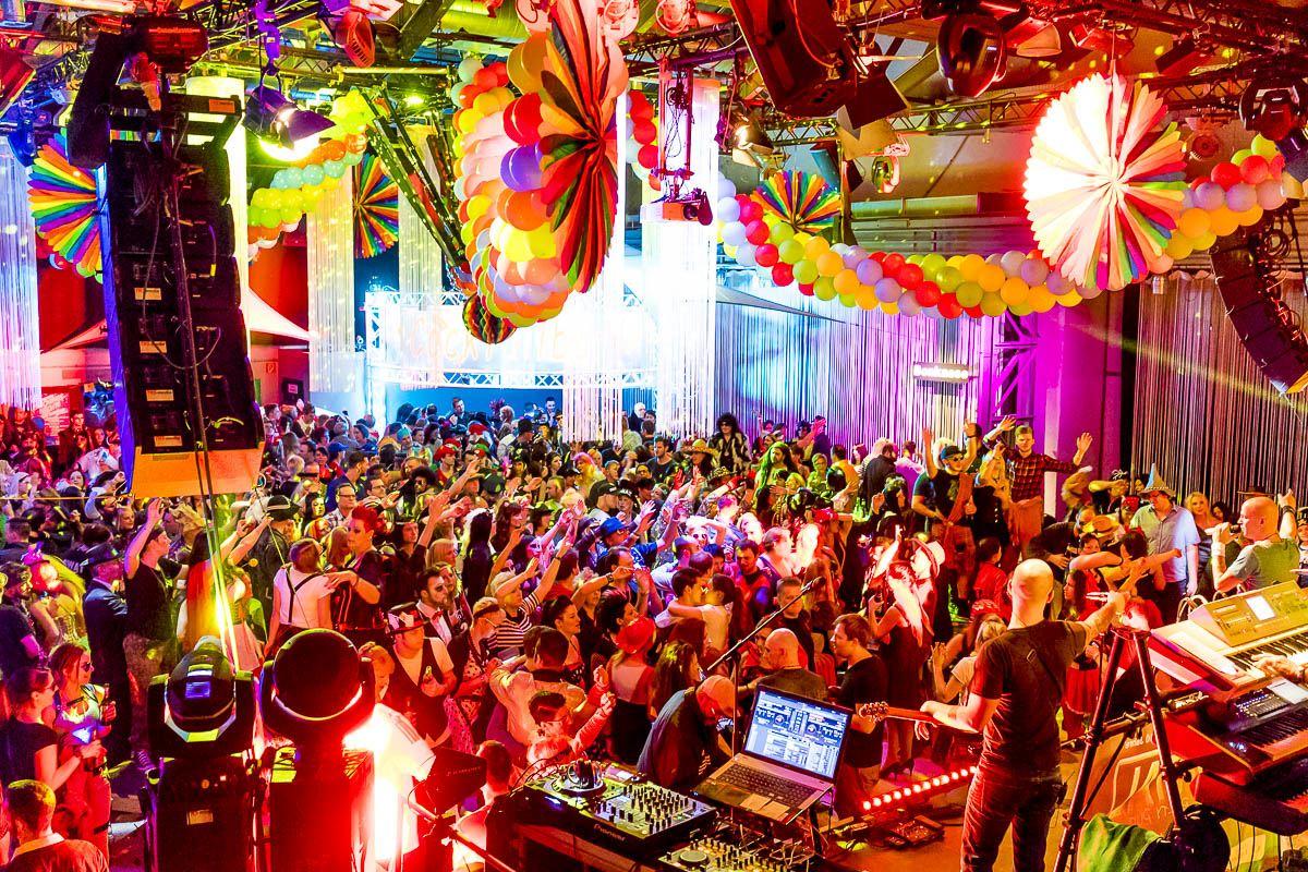 Riesenfaschingsparty auf 2 Floors mit der Live-Band Frontal Party Pur